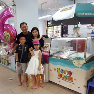 Jing Xuan and Family
