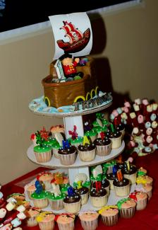 Customised cake and cupcakes!